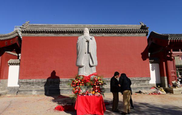 孔子后裔向沧州文庙捐建孔子圣像